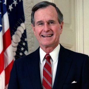 ジョージ・ブッシュ元大統領の現在。妻に先立たれ死去(94才)。病気や功績をまとめました。